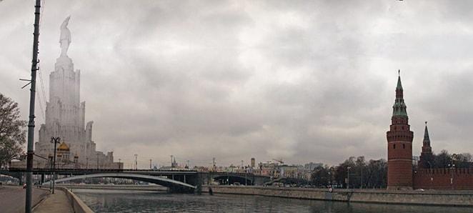 Дворец Советов на фоне Кремля